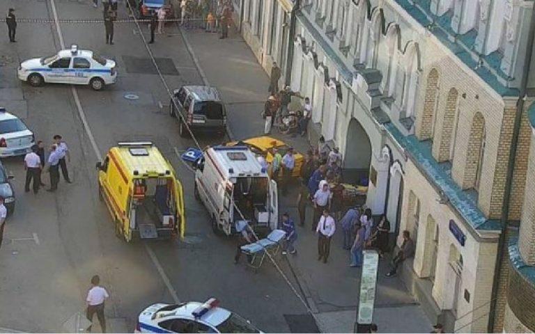 Paura a Mosca, un taxi travolge i passanti: 7 feriti