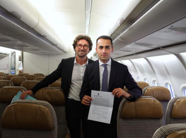 Di Maio e Toninelli sull'Air Force Renzi