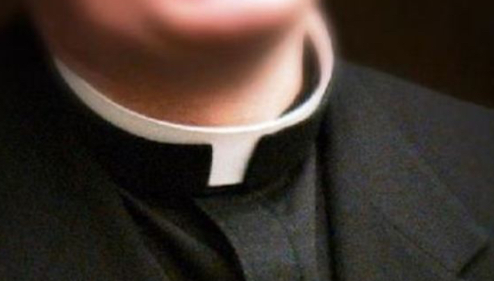 Bimba abusata dal parroco