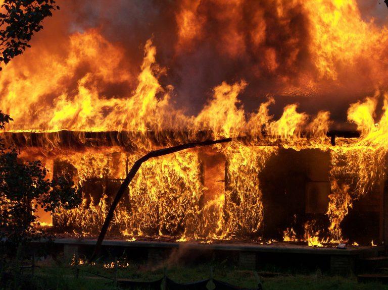 Grecia, incendi fanno almeno 20 morti