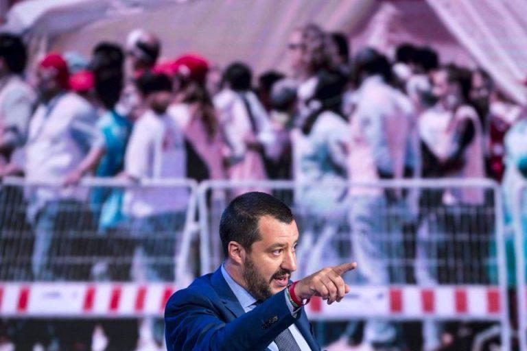 Salvini chiude i porti italiani alle navi militari europee