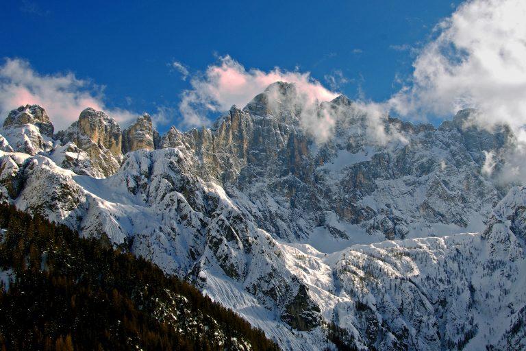 Monte Bianco, ritrovata una mano tra i ghiacci
