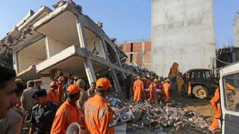 crolla edificio in India, almeno 3 morti