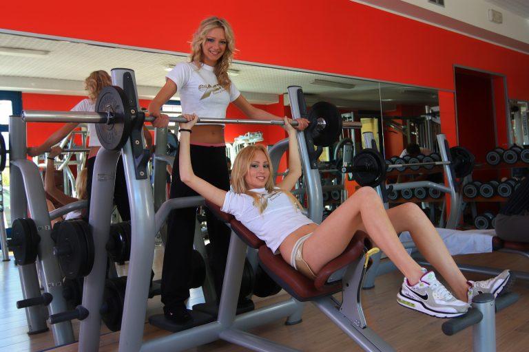 Addominali scolpiti: esercizi e dieta da seguire