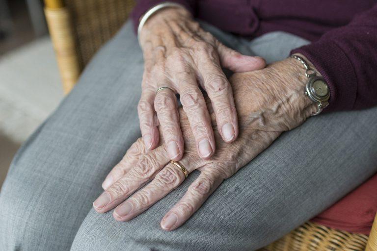 Anziana aggredita e derubata a Catania