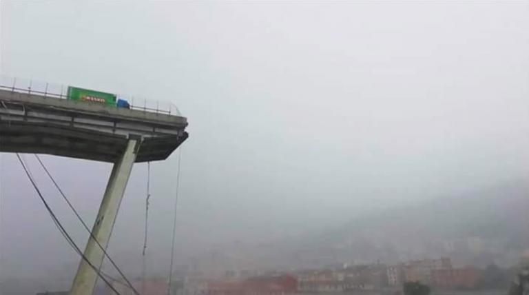 Genova, rimosso il camion della Basko