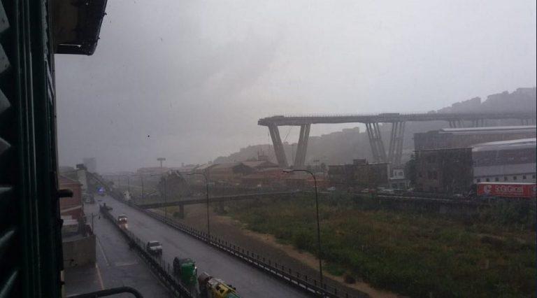 Genova: crollo ponte su A10, veicoli sotto le macerie