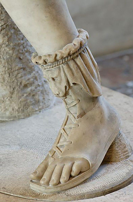 uk availability 42f3b 4b476 Le caligae, tipiche calzature militari romane indossate ...