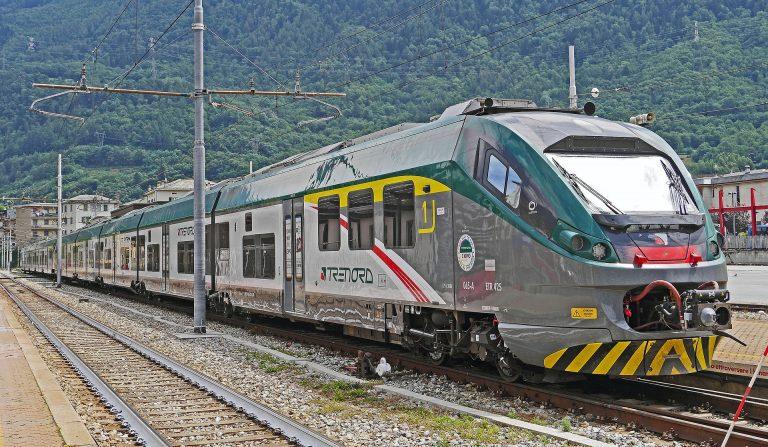 Anziano travolto dal treno a Como