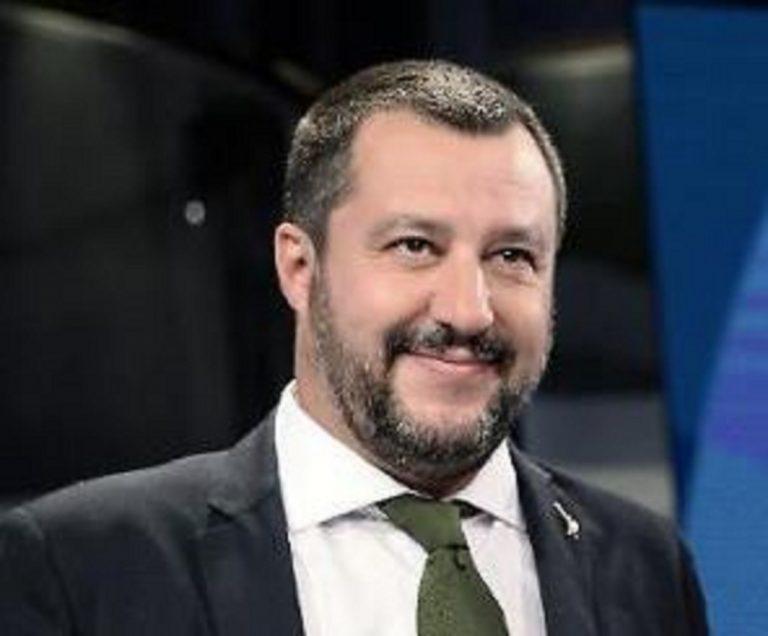 """Salvini: """"In pensione con quota 100 e al massimo 62 anni"""""""