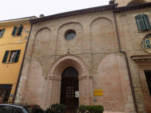 Chiesa dei morti di Urbania esterno 1024x768 637x478