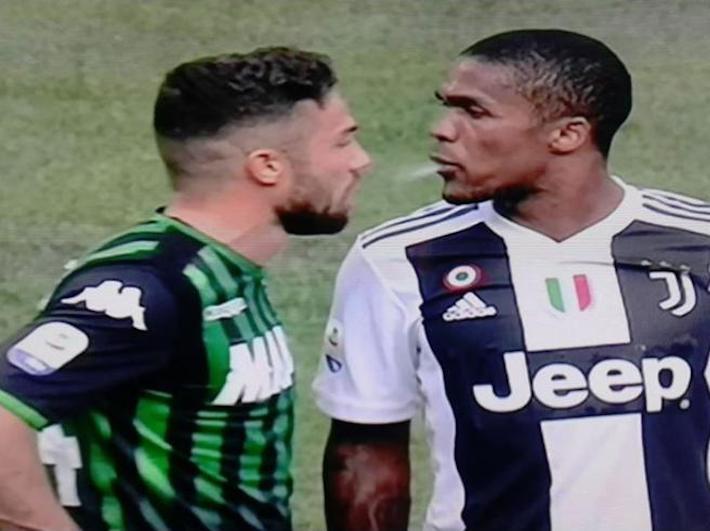 Juventus, stangata per Douglas Costa: quattro turni di stop