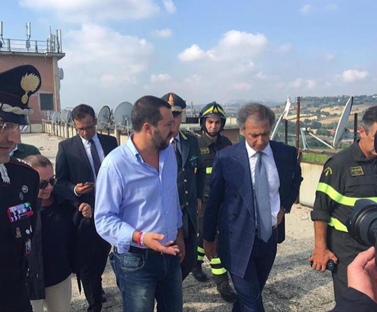 Salvini al grattacielo di Porto Recanati