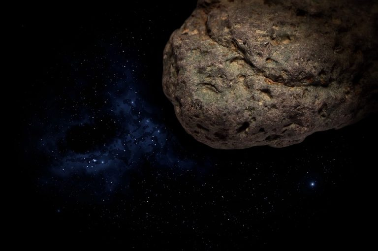 Asteroide passerà vicinissimo alla Terra nel weekend. Si vedrà dall'Italia