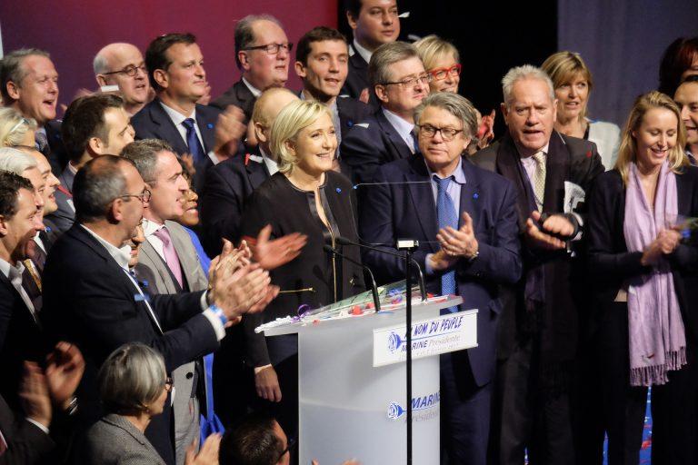 Marine Le Pen deve fare delle analisi psichiatriche