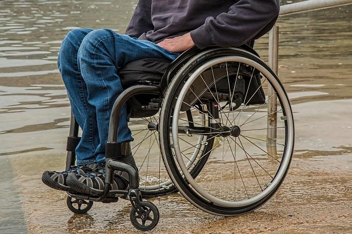 Sedie A Rotelle Roma : Roma: rapina disabile in sedia a rotelle libico arrestato