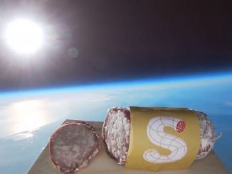 Operazione Gagarin: il primo salame lanciato nello spazio