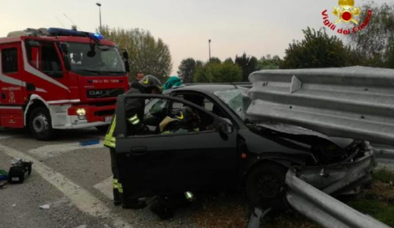 Incidente ad Angiari, incastrato nel guard rail
