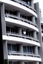 Panama City cade dal balcone 152x225