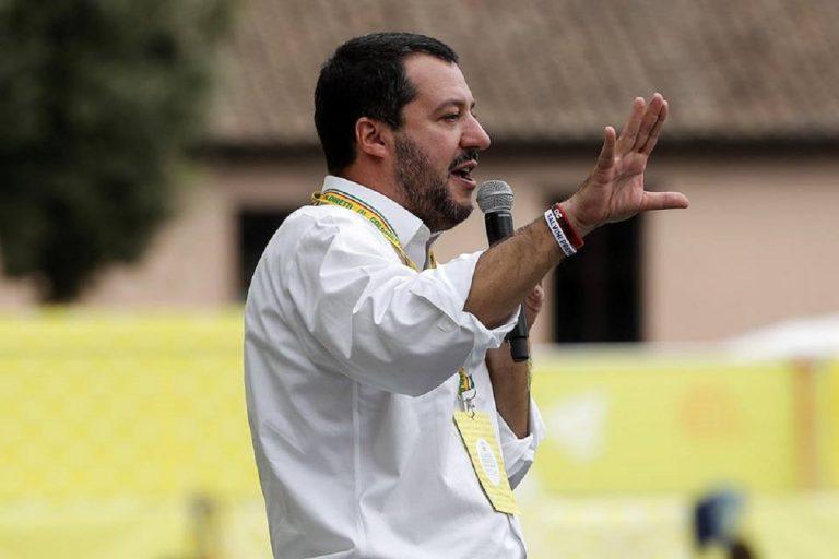 Migranti su charter dalla Germania, Salvini: