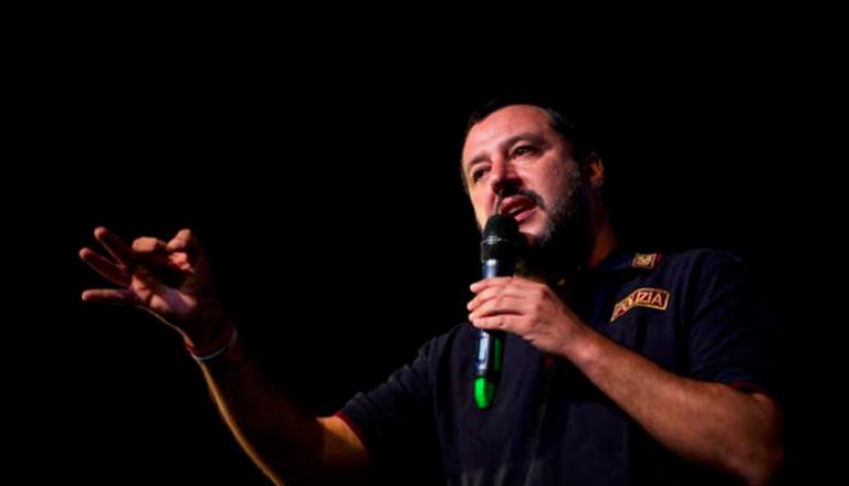 Salvini e il Viminale trasferiscono i migranti da Riace