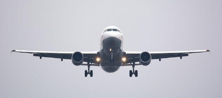aereo volo ragazza francese morta