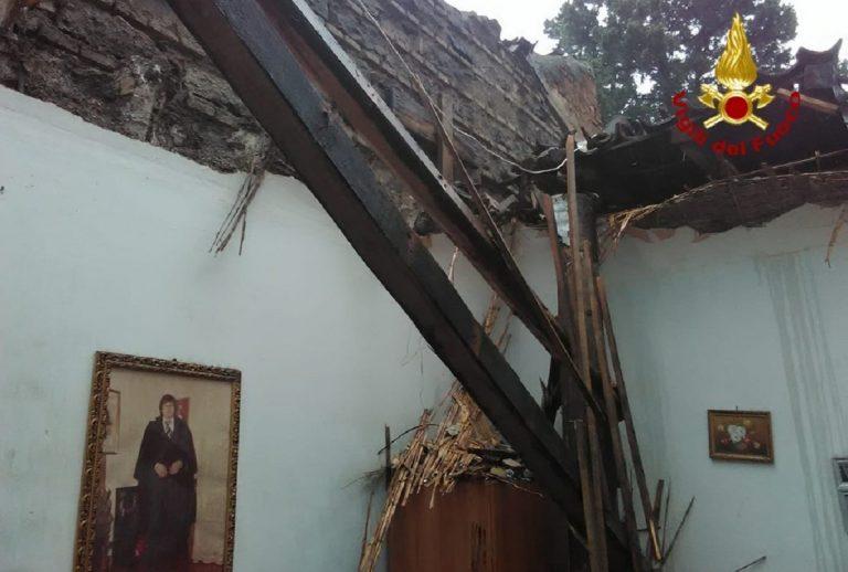 catania crolla tetto