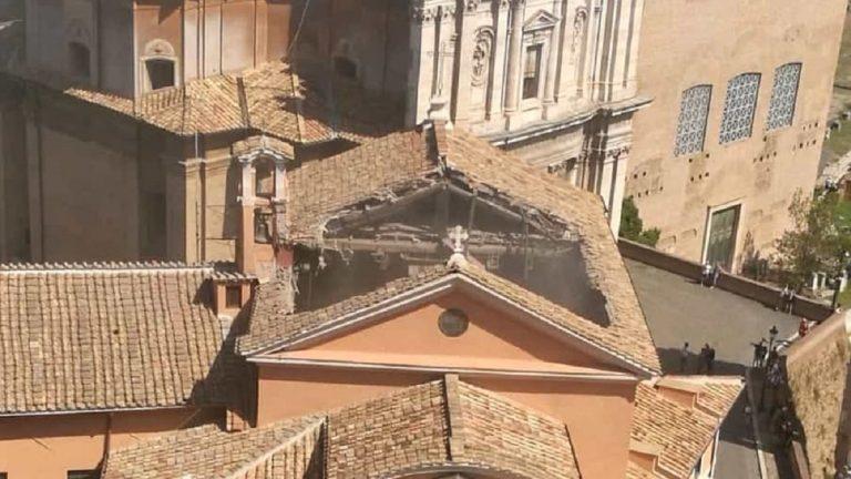 crollo chiesa roma 1