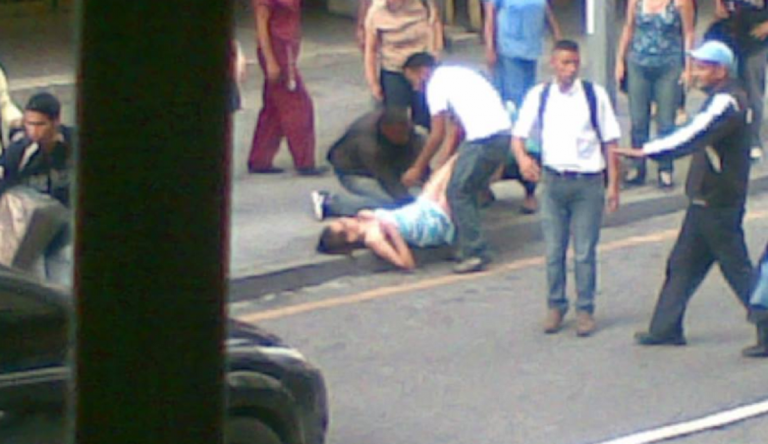 donna partorisce strada venezuela