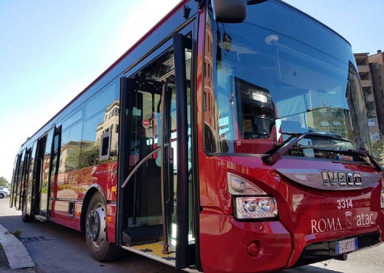 roma bus attacco sigaretta pugni