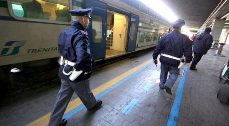 Roma, è senza biglietto e aggredisce un controllore