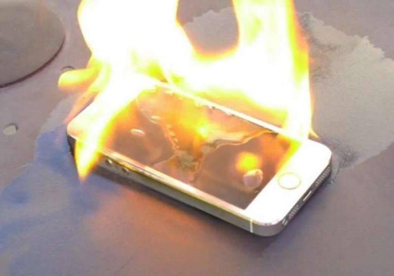 smartphone esplode scoppia fuoco