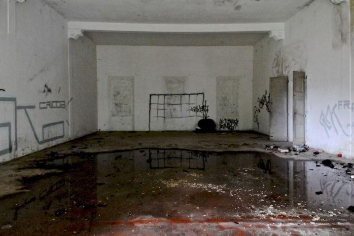 villa manzuta abbandonata 718x478