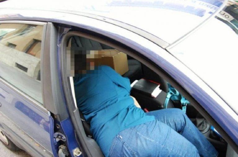 vivono in auto