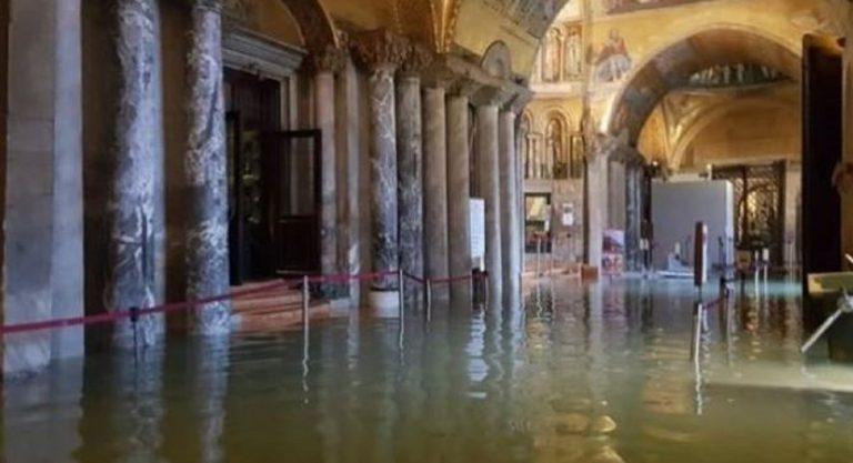 """Venezia, allagata la Basilica: """"invecchiata di 20 anni"""""""