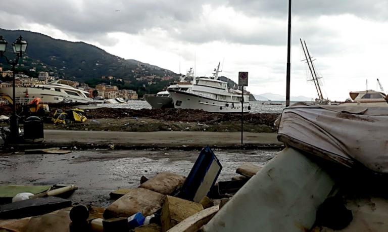 Rapallo mareggiata barca epoca Sakara