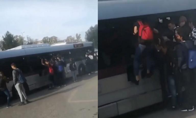 Roma, autobus dell'Atac pieno: passeggeri salgono dai finestrini