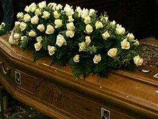 Black friday mania, anche il funerale è in offerta