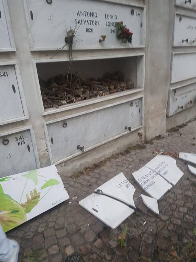 cimitero di poggioreale degrado