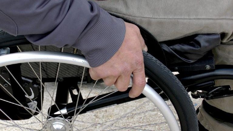 Solidarietà alla madre di figli disabili: colleghi donano ferie