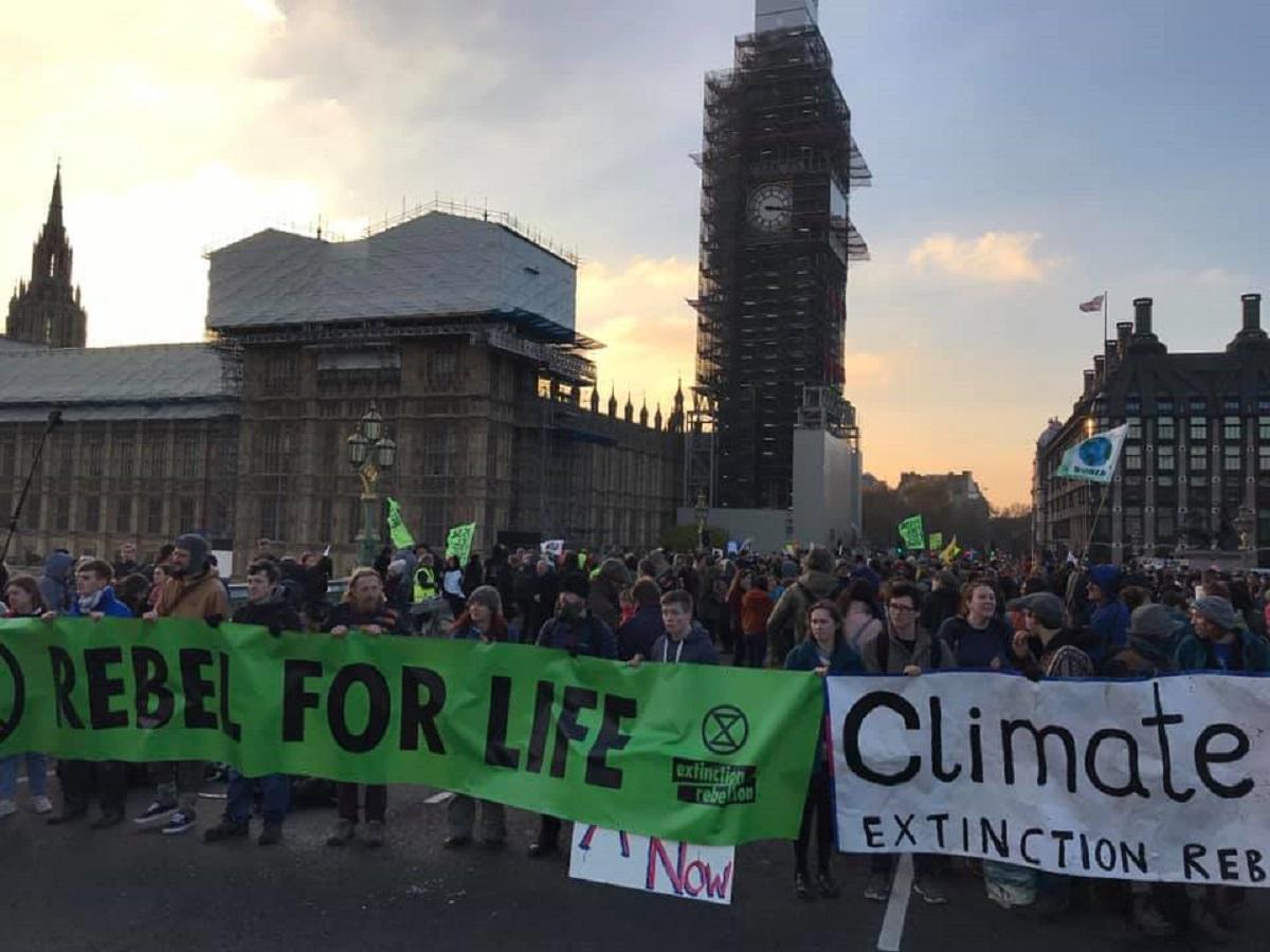 Londra, manifestazione blocca 5 ponti cittadini: 82 arresti