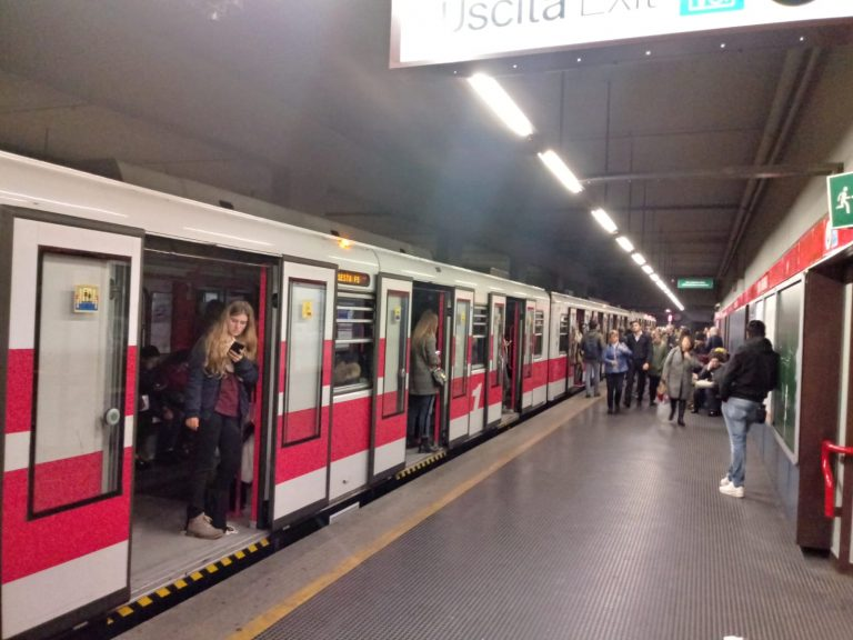 Milano, incidente in metropolitana