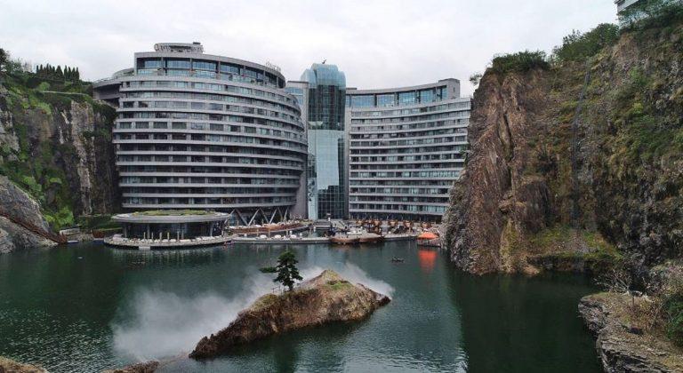 Shanghai, primo hotel costruito su una cava abbandonata