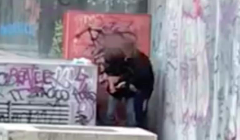 s'iniettano eroina per strada video