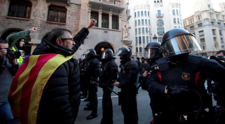 Barcellona: arriva Sánchez, indipendentisti in piazza