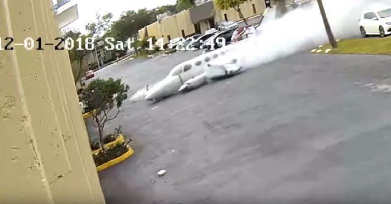 Florida, aereo si schianta contro centro per l'autismo