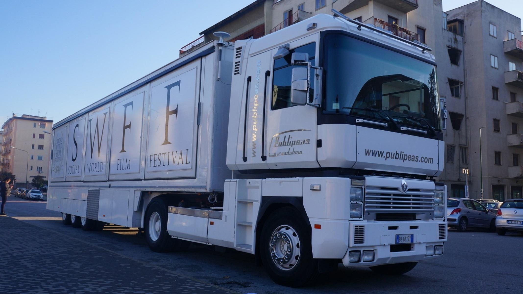 Arriva Cinebus, il cinema on the road a bordo di un truck