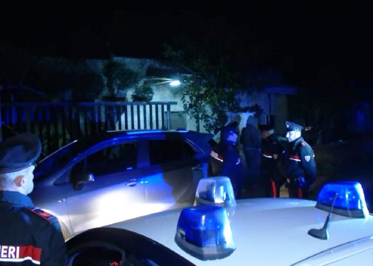 Brindisi rapina in una villa di agricoltori coniugi for Scopa sul divano
