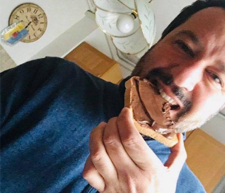 Selfie con la nutella, bufera su Salvini