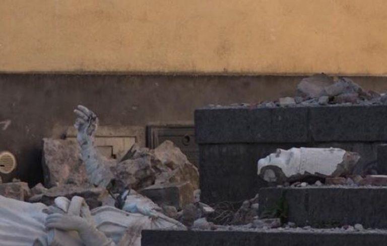 Sicilia, crolla anche la statua del Protettore dai terremoti
